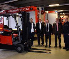 GEBHARDT Fördertechnik übergibt Gabelstapler an Feuerwehr Sinsheim