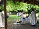 Ungewohnter Zeitpunkt – Erstkommunionfeier im Dielheimer Pfarrgarten
