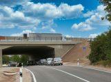 Jetzt ist die Kreisstraße wieder frei – Brücke und Straße termingerecht fertiggestellt