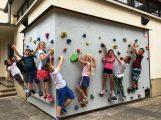 Waldangelloch: Die Kinder werden sich freuen – Hand in Hand zur Kletterwand