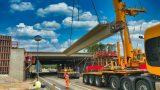 BAB 6 bei Heilbronn  – über der B27: Brückenbau mit Schwerlastkran