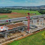 Die Betonmischer kommen im Minutentakt – Überbau der Neckartalbrücke geht weiter